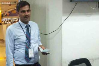 Nữ du khách Ấn Độ bị quan chức xuất cảnh quấy rối