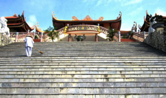 Thanh tịnh giữa thiền viện Trúc Lâm bên bờ Bái Tử Long