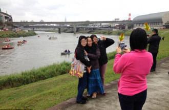 Trào lưu chụp ảnh phản cảm tại nơi xảy ra thảm họa