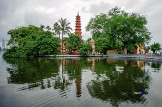 Vẻ cổ kính của các chùa quanh Hồ Tây
