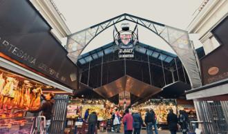 Barcelona cấm du khách tụ tập quá đông khi đi chợ