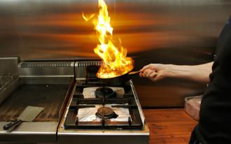 Cháy khách sạn vì đầu bếp dùng nhiều rượu để nấu ăn