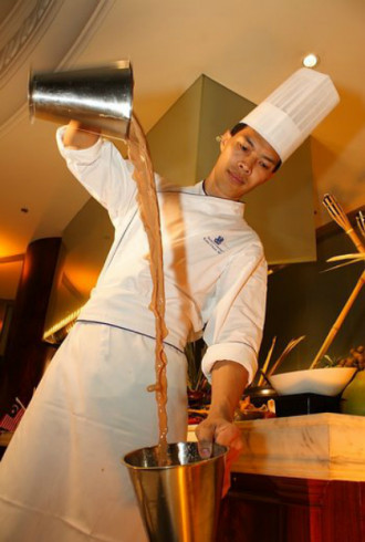 Malaysia biểu diễn trà 'kéo' tại Hà Nội