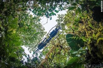 Mạo hiểm với xe đạp bay ở Ecuador