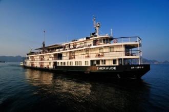 Nghỉ dưỡng trên vịnh Hạ Long cùng du thuyền 5 sao