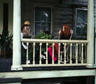 Ngôi nhà được trấn yểm bởi các hình nhân ở New York