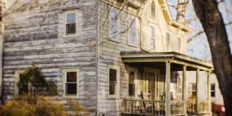Ngôi nhà được trấn yểm bởi các hình nhân
