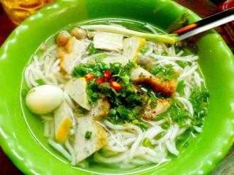 Bánh canh chả cá cho bữa trưa Sài Gòn