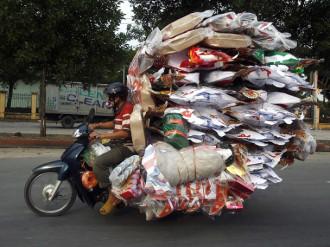 'Choáng' với 30 cảnh tượng chở quá tải trên thế giới và Việt Nam