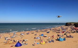 Du khách nhí suýt chết vì bị cát vùi trên bãi biển