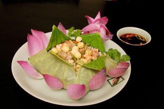 Du lịch khám phá ẩm thực vùng miền Trung - Bắc VN