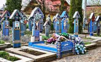 Nghĩa trang với các bia mộ hài hước ở Romania