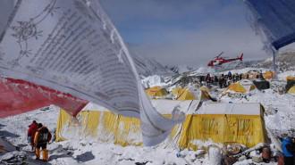 Sợ dư chấn, nhiều công ty du lịch hủy kế hoạch leo núi Everest