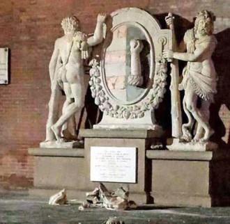 Thần sức mạnh Hercules ở Ý bị 'hủy diệt' bởi selfie