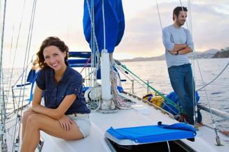 Bán nhà, bỏ việc, cặp đôi du lịch khắp thế giới trên chiếc thuyền buồm