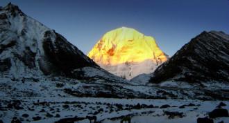 Mở đường hành hương đến núi thiêng Tây Tạng