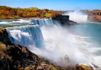 Người trinh nữ trong sương mù ở thác Niagara