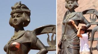 Nơi những bức tượng khỏa thân bị 'sờ mó' đến phai mòn
