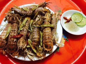 Tôm tít hấp bia sả - đặc sản biển xứ Thanh