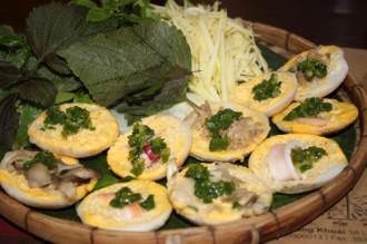 Bánh căn nổi tiếng phố biển Nha Trang