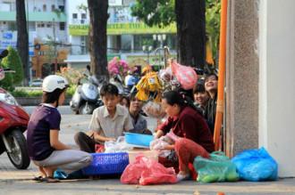 Bánh tráng trộn - món ăn đường phố nổi tiếng Sài Gòn