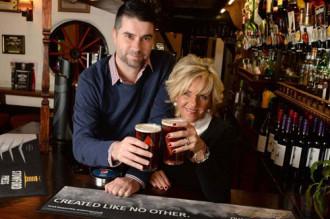 Đôi vợ chồng thường xuyên vượt 12.000 km để uống bia