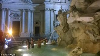 Du khách Mỹ nhảy xuống đài phun nước Rome giải nhiệt