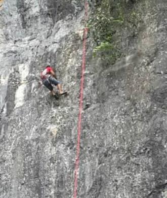 Đường leo núi bán nhân tạo được mở tại cửa hang Tối