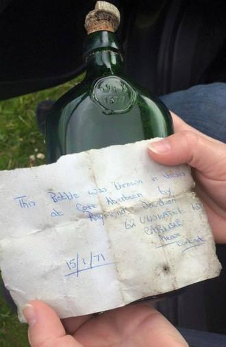 Lá thư trong chai lạc trên biển hơn 40 năm được tìm thấy