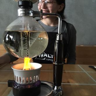 Quán cà phê phong cách phòng thí nghiệm ở Istanbul