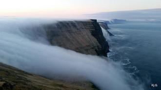 20 thác nước kỳ lạ 'trái với quy luật tự nhiên' trên thế giới