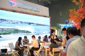 Nhiều ưu đãi dành cho khách tại gian hàng Vietravel