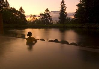 Onsen, thú tắm suối nóng khỏa thân có một không hai ở Nhật