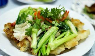 Phở áp chảo cho bữa trưa tại Sài Gòn