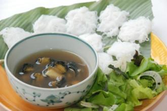 Quán bún ốc nguội cho buổi trưa hanh hao ở Hà thành
