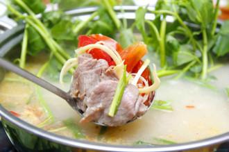 Thịt trâu nhúng mẻ - món ăn dân dã miền Tây