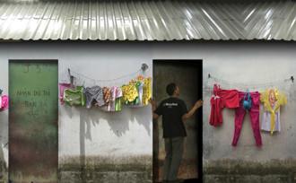 Triển lãm ảnh '8m2' tại Hà Nội, uống bia miễn phí ở Sài Gòn