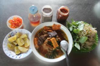 Bún riêu cua và cơm tấm ở Côn Đảo
