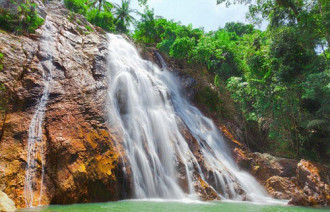 Du khách thiệt mạng vì ngã từ thác nước