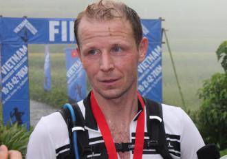 Hàng trăm người nước ngoài marathon vượt núi, ngắm Sa Pa