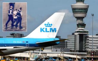 Hành khách bị bắt vì nhầm cửa máy bay là toilet