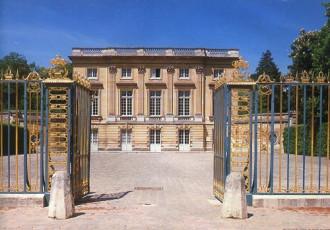 Petit Trianon - tặng vật tình yêu trong vườn Versailles