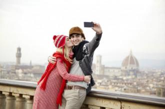 25% dân Anh sẵn sàng bỏ người yêu để du lịch miễn phí