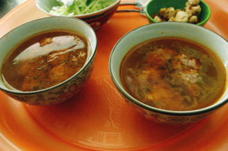 Bữa sáng với bánh mì xíu mại nóng hổi ở Đà Lạt
