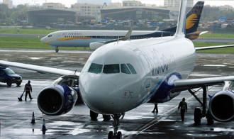 Chuyến bay bị hoãn vì phi công mang máy ghi âm