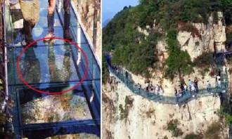 Clip: Cầu kính cao nghìn mét rạn nứt khiến du khách hoảng sợ