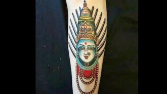 Du khách tại Ấn Độ bị bao vây vì hình xăm thần Hindu
