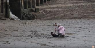 Ngư dân trở thành anh hùng sau khi cứu du khách sa lầy