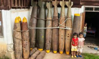 Những ngôi làng sống cùng bom ở Lào