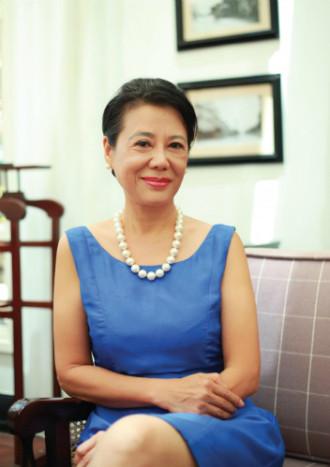Nữ Đại sứ Du lịch từng tự lái trực thăng qua 22 quốc gia